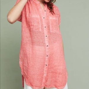 Anthropologie holding horse linen tunic